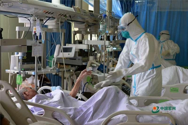 2020年1月,中國武漢肺炎(對新型冠狀病毒肺炎)疫情惡化,這是漢口醫院重症監護室(中國軍網)