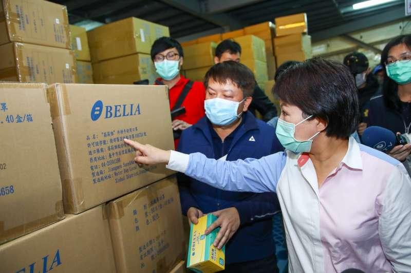 台中市長盧秀燕親自訪查上游倉儲物流業者,確保醫療院所口罩供應無虞。(圖/台中市政府提供)
