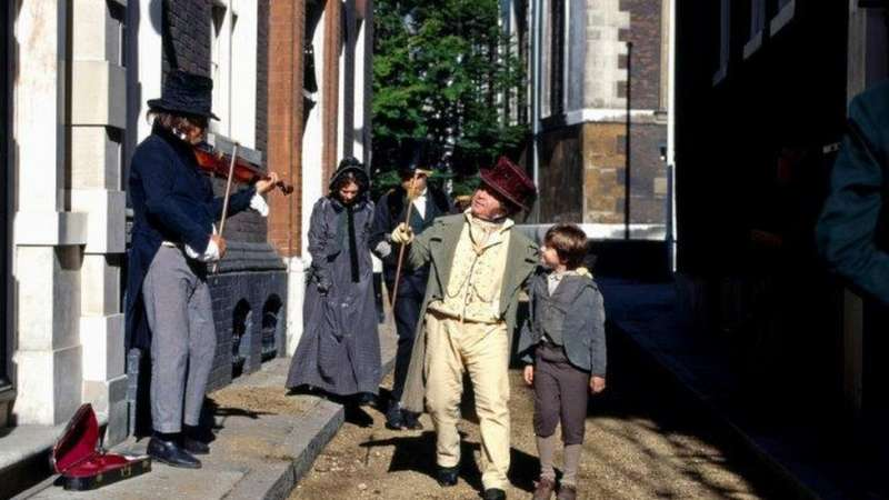 BBC1999年曾根據狄更斯小說改編拍攝了電視劇《大衛·科波菲爾》。大都市裏的三教九流、高低貴賤,都有栩栩如生的刻畫。(圖/BBC News)