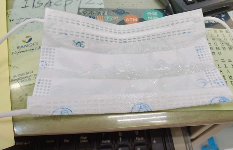 20200131-沾滿口水的小嬰兒口罩。(作者提供)