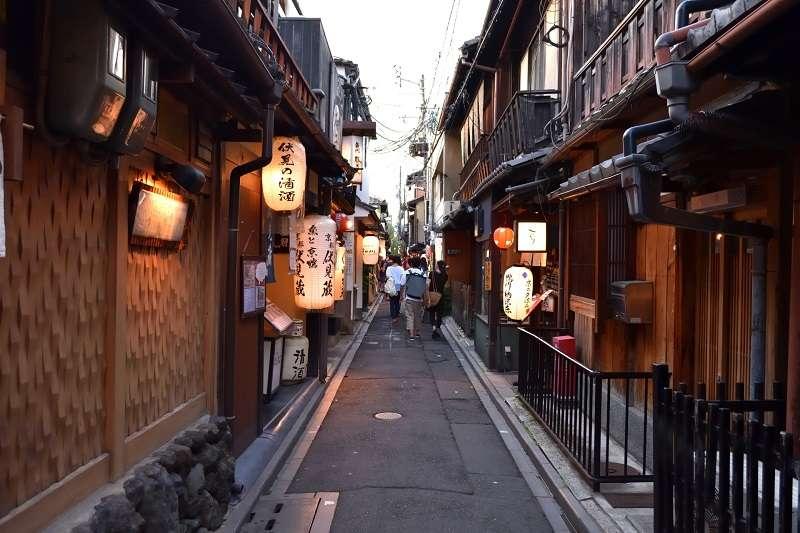 1980年後半地價飛騰,連帶推升了固定資產稅和遺產稅,導致町家快速地消失在京都的市街中。(圖/photo-ac)