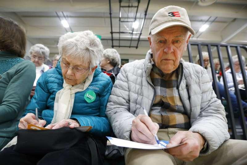 美國2020年總統大選3日迎來兩黨初選,關鍵第一役在中西部愛荷華州開跑,但民主黨的計票系統卻當機,鬧出笑話。(AP)