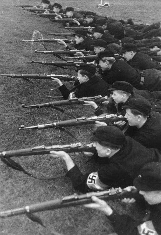 希特勒青年團(取自維基百科)