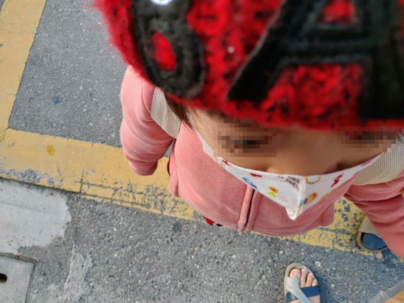 幼兒口罩不易密合(圖/鄭弋醫師臉書)