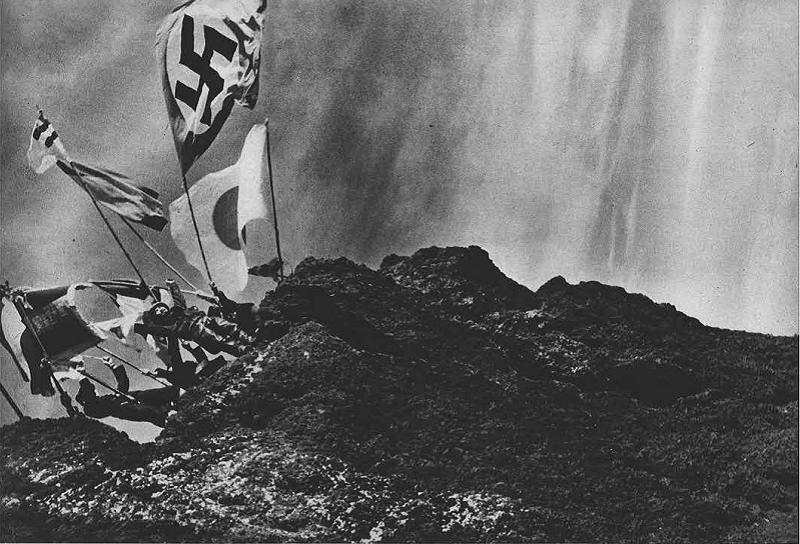 引自情報局編,《寫真週報》第25 號(昭和13 年8 月3 日),在富士山揮舞著「日之丸」與「納粹萬字旗」。