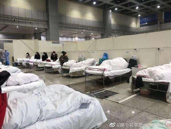 中國武漢方艙醫院內部狀況。(翻攝自微博)