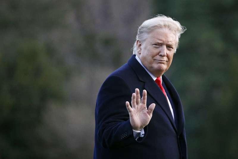 美國總統川普彈劾案不成立,隨即開除兩名曾作證稱他行為不妥的官員。(AP)