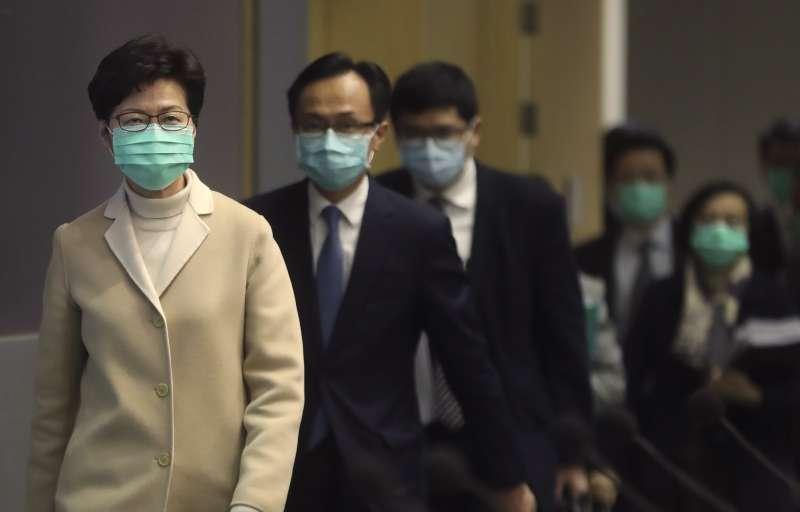 中國武漢肺炎:香港特首林鄭月娥戴口罩(AP)