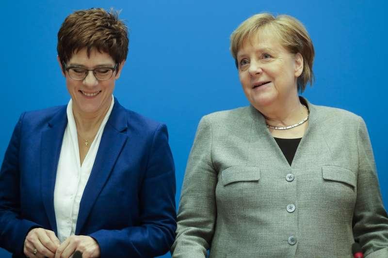 克朗普─卡倫鮑爾(左)是德國總理梅克爾提拔的接班人(美聯社)