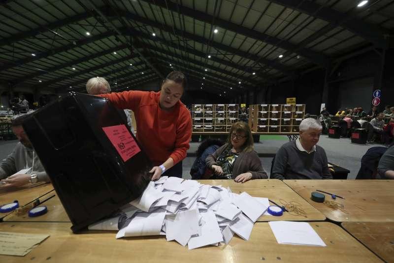 愛爾蘭2月8日舉行大選。新芬黨成為第一大黨,打破愛爾蘭統一黨與共和黨獨霸90多年的紀錄。(AP)