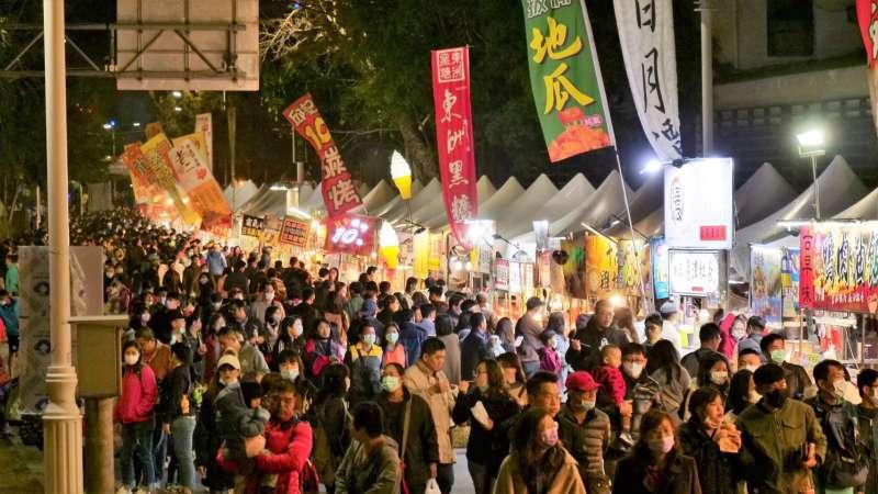 高雄燈會藝術節為期12天 ,在武漢肺炎疫情及低溫寒流影響下,仍創下147萬的參觀人次。(圖/徐炳文攝)