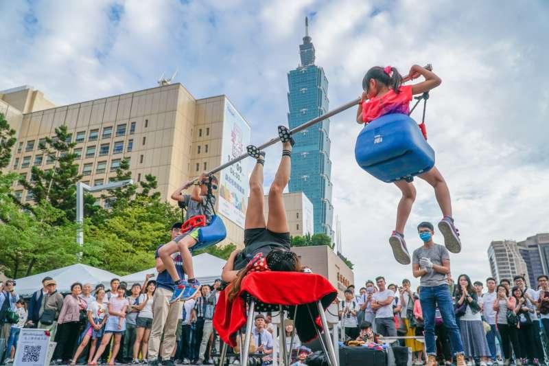 街頭藝人足上舞伶楊立微將於后里馬場園區現場演出。(圖/台中市府文化局提供)