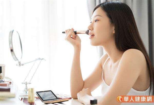 對抗武漢病毒肺炎期間,皮膚保養關鍵:保濕做足做滿。(圖/華人健康網提供)