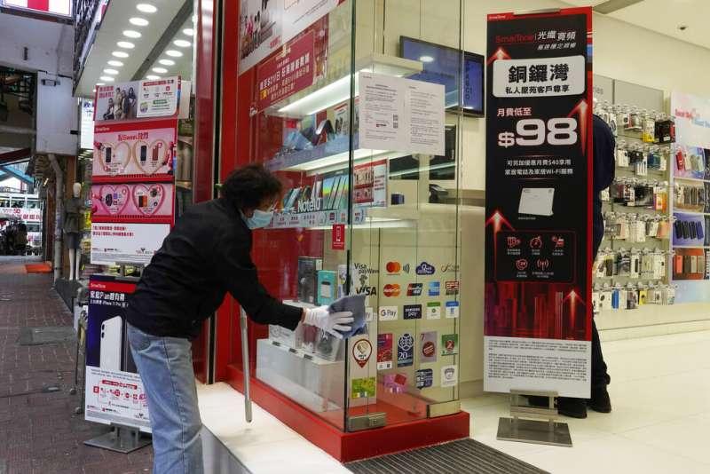 武漢肺炎疫情持續延燒,香港服務遊客的商家生意也遭受打擊。(美聯社)
