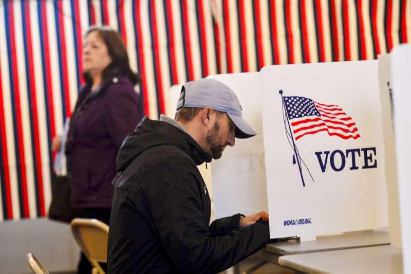 美國2020總統大選、新罕布夏州總統初選12日揭曉,民主黨佛蒙特州參議員桑德斯贏得最多票。(AP)