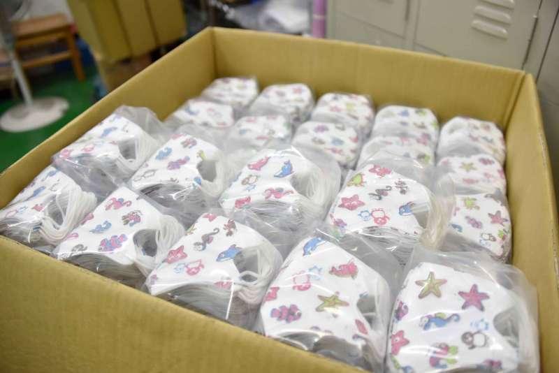 20200212-高雄市長韓國瑜慰問口罩生產工廠。(高雄市政府提供)