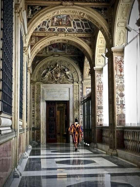 梵蒂岡使徒宮內(曾廣儀攝)