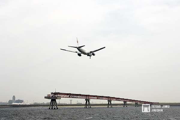 目前的夏季南風運用時,南側的航機會從B跑道(22)降落。圖/想想論壇