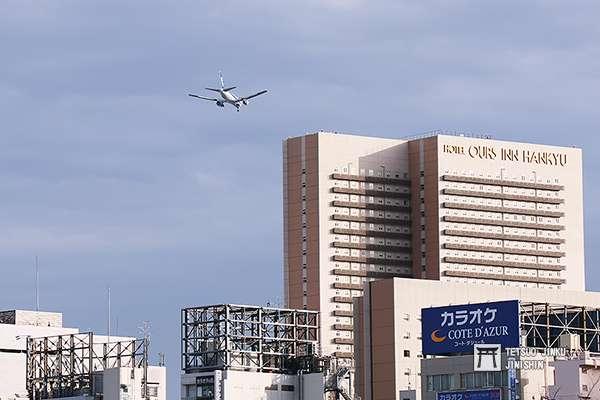 由於新方案中的南風運用,航機將從東京的上空低空飛過,這也讓不少民眾擔心。圖/想想論壇