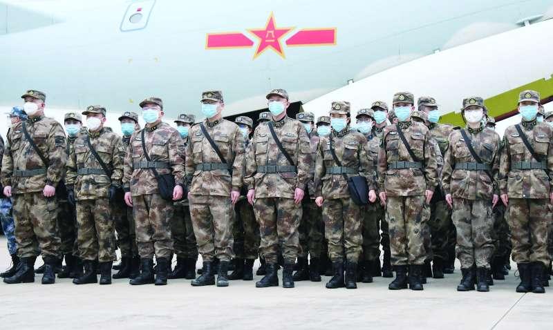 習近平安穩掌控軍權,但解放軍在防堵疫情方面未立見功效。(翻攝自China Xinhua News Twitter)