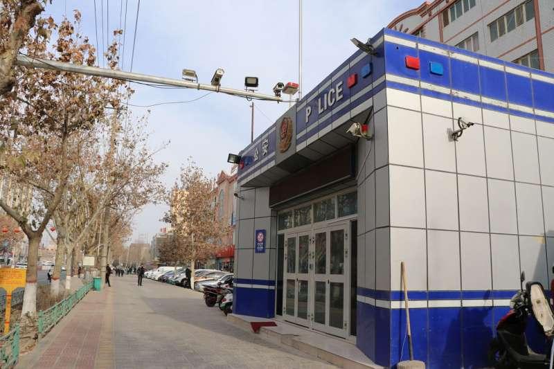 由於政府縮減了公開的安全措施,許多便民警務崗亭都已空置。(EVA DOU/THE WALL STREET JOURNAL)