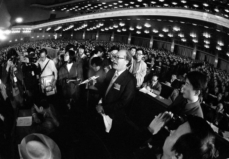 1988年七屆人大一次會議,中國青年報記者賀延光拍下了台灣代表黃順興發表反對意見的一刻。(作者錢鋼提供)