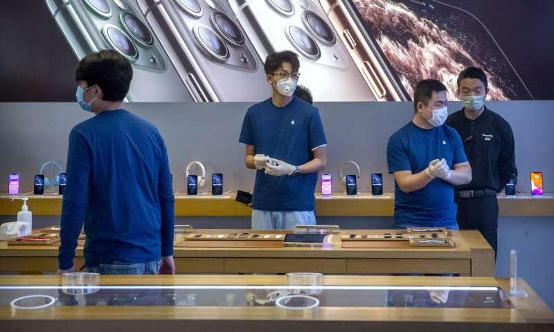 新冠肺炎疫情衝擊,全球iPhone供應將出現短缺,蘋果公司17日宣佈無法達成2020年第一季收入目標(美聯社)