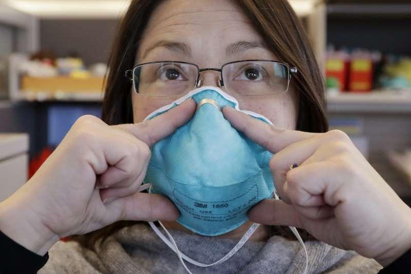 新冠肺炎、武漢肺炎。口罩,防疫。(AP)