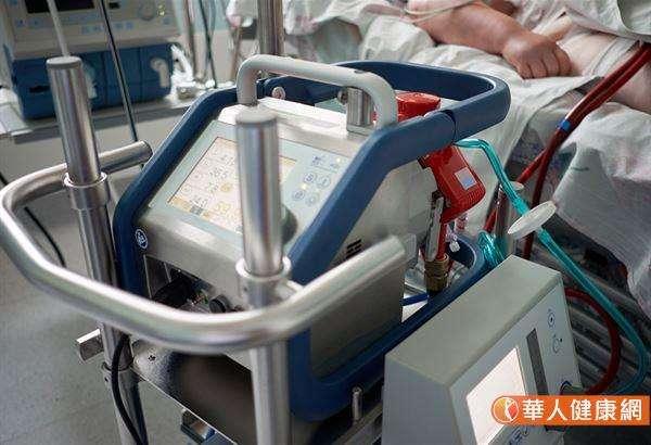 手術後出現急性心衰竭的人無論裝上的是葉克膜,或是心室輔助器,都是希望還能有心臟移植的機會,以爭取續命。(圖/華人健康網)