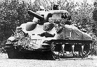 部署於加萊的一輛充氣式仿真M4謝爾曼坦克(圖/取自維基百科)