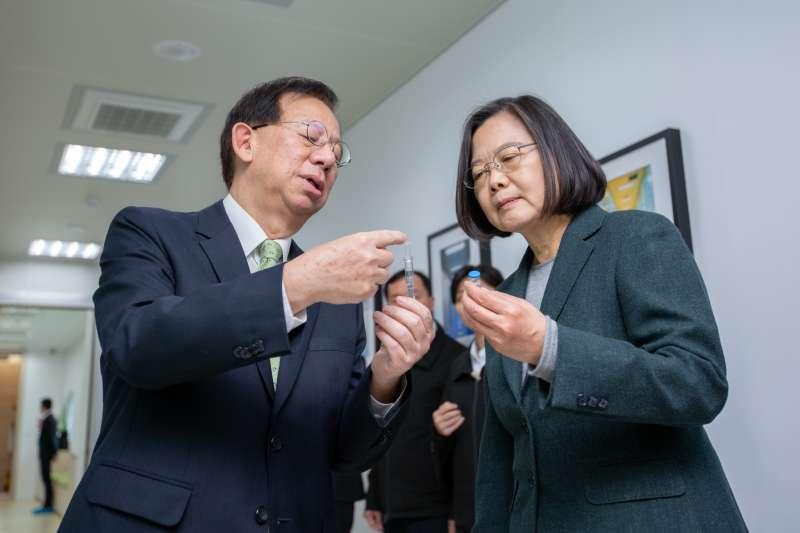 2020年2月20日,蔡英文總統視導「高端疫苗公司」(總統府)