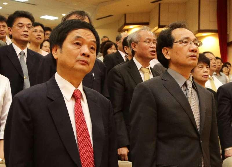周章欽(左)在百般慰留下,接下北檢檢察長位置。(新新聞資料照)