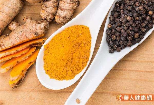 薑黃、蒜、薑、洋蔥、咖哩等天然食材,都富含抑菌物質。(圖/華人健康網提供)