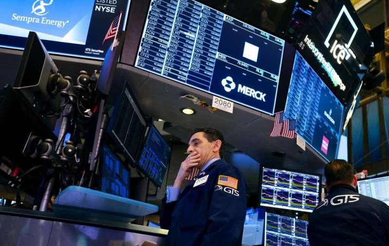 武漢肺炎肆虐,美國股市跌跌不休。(美聯社)