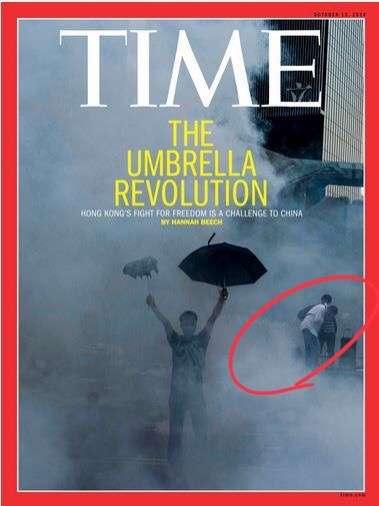 2014年10月的《時代雜誌》亞洲版封面以「The Umbrella Revolution」(雨傘革命)為題,一名高舉雨傘的蒙面男子身後,正式被催淚彈嗆到直不起身的黎智英。