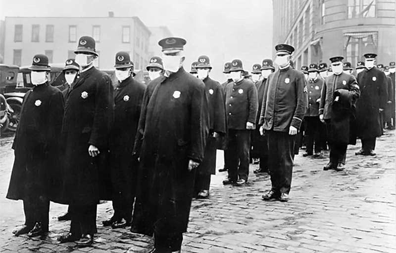 戴口罩的西雅圖警察,1918年12月。圖/維基百科