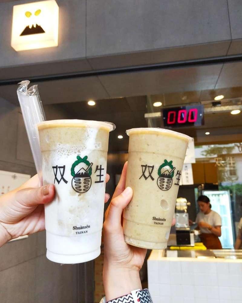 雙生綠豆沙,是台南熱門飲料店,綠豆沙真材實料,口感綿密。(圖/IG@100kgtraveleat)