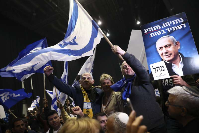 2020年3月2日,以色列國會大選,支持者歡慶現任總理納坦雅胡領導的聯合黨拿下最大黨。(AP)