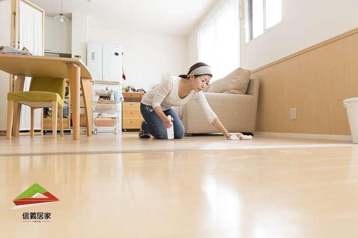 酒精並非萬用,大面積處所如地板等,仍應使用稀釋漂白水殺菌消毒(圖片來源:信義居家)