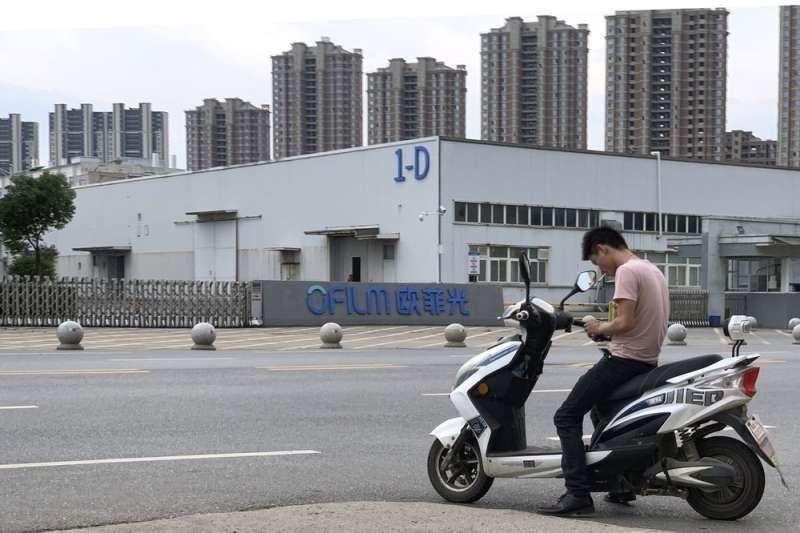 位於中國江西省南昌縣的歐菲光工廠,遭美聯社揭露高壓限制維吾爾族工人的自由。(AP)