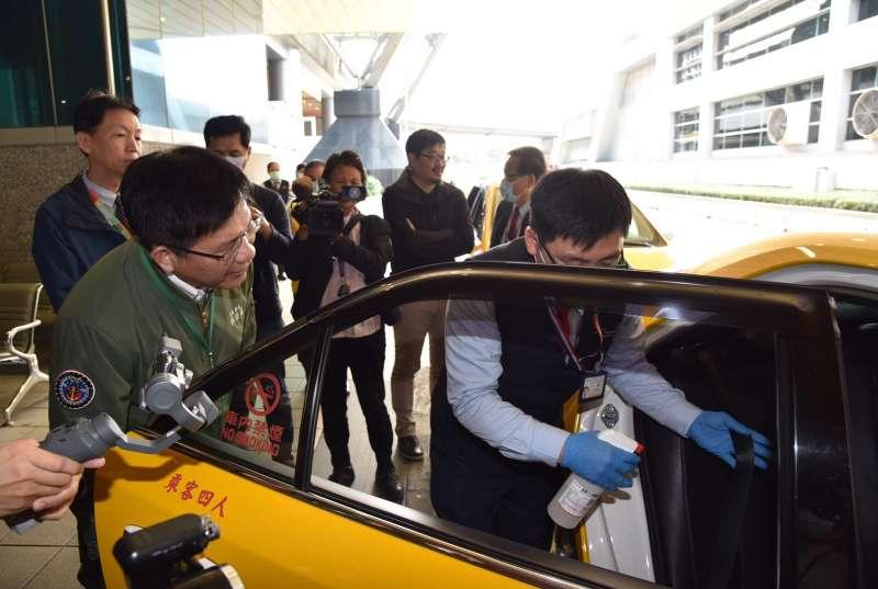 20200310-交通部長林佳龍7日視察機場防疫車隊。(桃機公司提供)