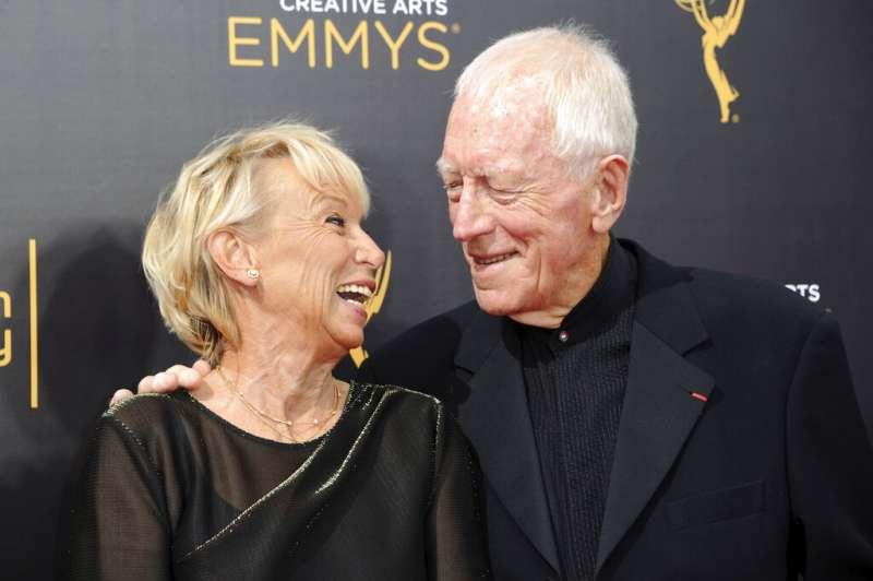 瑞典裔法國籍演員麥斯馮西度8日在法國與世長辭,享耆壽90歲。圖為他與妻子、法國導演凱薩琳布雷萊特(Catherine Brelet)。(AP)