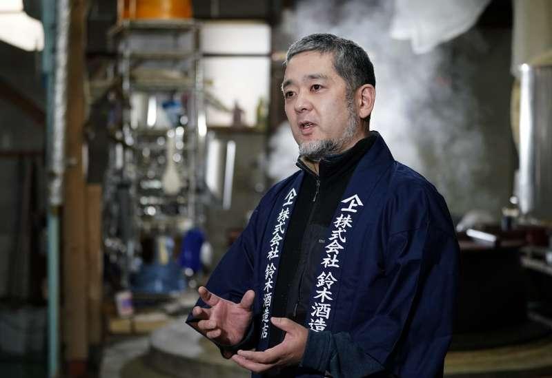 鈴木大介寄望透過受災區出產的日本酒振興家園。(美聯社)
