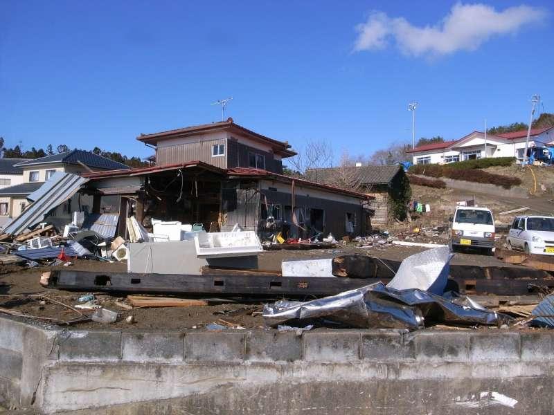 311大地震災難過後,整個日本商業活動幾乎停擺,許多風俗店卻在災後一周內開始重新營業,為什麼呢?(圖為福島災區/OKAMOTOAtusi@flickr)
