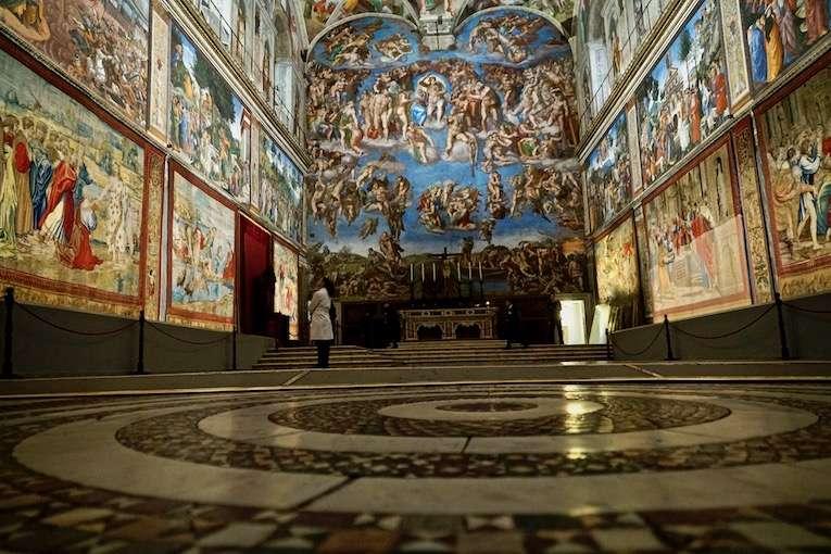 拉斐爾壁毯重返西斯汀祈禱堂。(曾廣儀攝)
