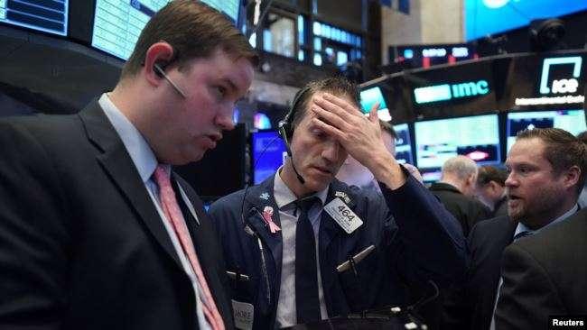 2020年3月9日,紐約股市的交易員們。(美國之音/Reuters)