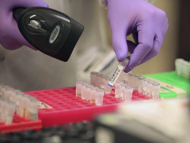 2020年3月,武漢肺炎(新冠肺炎)疫情侵襲英國,一家醫院進行新冠病毒篩檢(AP)
