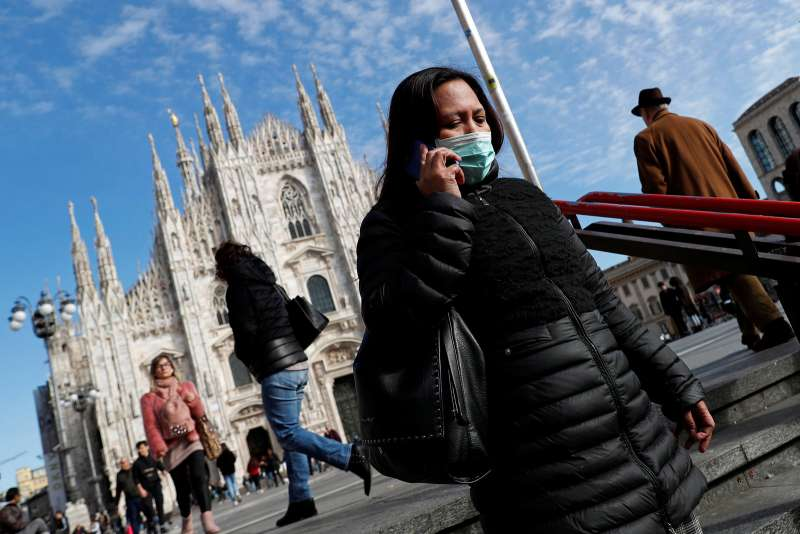3 月 4 日,當意大利已有逾 2,000 宗確診感染個案,在米蘭戴口罩者仍屬少數,市面也有不少人活動。圖/*CUP