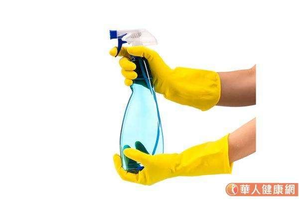 一般而言,使用500ppm(稀釋一百倍)的漂白水就有消毒作用。(圖/華人健康網)