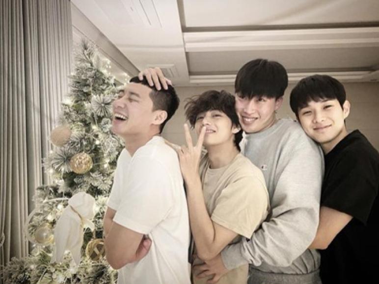 朴敘俊可以說是在南韓演藝圈中廣結善緣。(圖/朴敘俊Instagram)